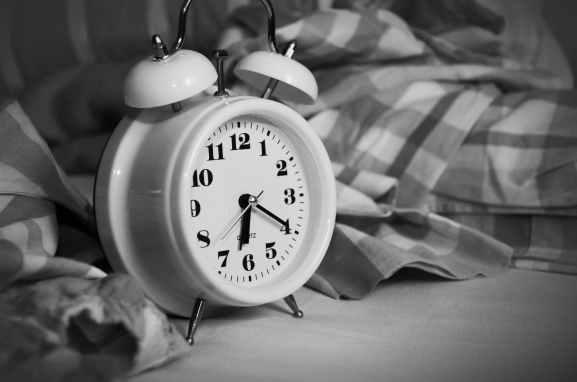 alarm clock analogue bed bedroom